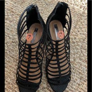 Beautiful elegant shoes by Tahari in size 7